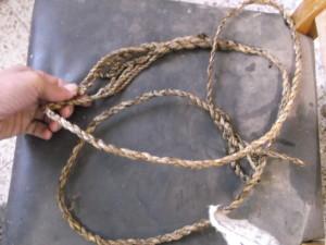 קלע מחבל שמתפצל בכף וחוזר להיות חבל אחד בצד שני